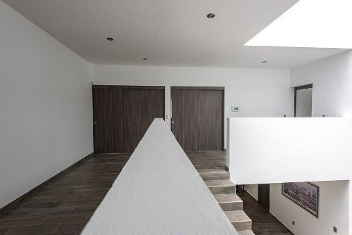 residencia en milenio iii, garage 4 autos, bar, jardín, jacuzzi, lujo.