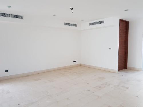residencia en privada allegra esquina de 720m2