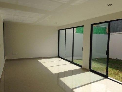 residencia en pueblo nuevo, 4 recamaras, una en pb, jardín,,