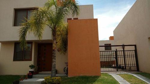 residencia en puerta real, 4 recámaras, 3.5 baños, jardín