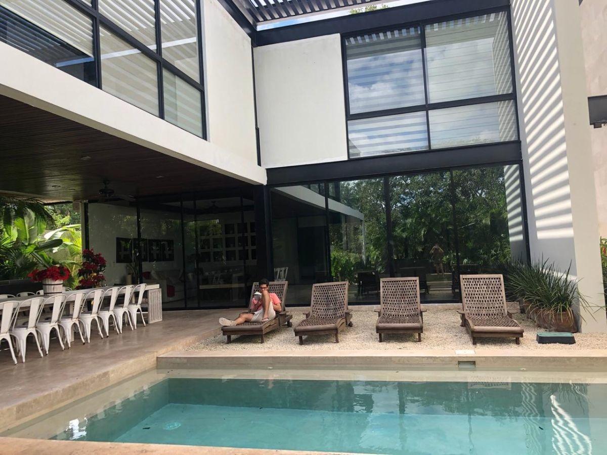residencia en renta o venta en privada en country club