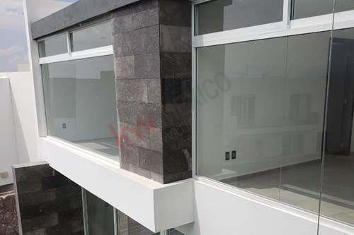 residencia en venta en  cerradas del pedregal con estilo arquitectónico moderno y muy amplia