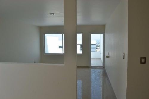 residencia en venta en colinas del cimatario, 3 recámaras, sótano, estudio, lujo