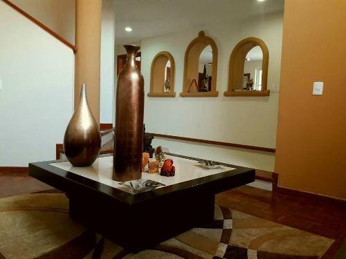 residencia en venta en la segunda sección de ciudad bugambilias, zapopan.