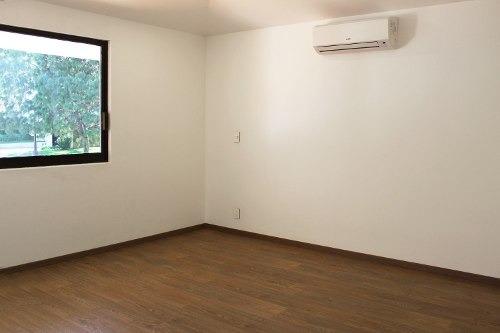 residencia en venta en puerta de hierro, remodelada