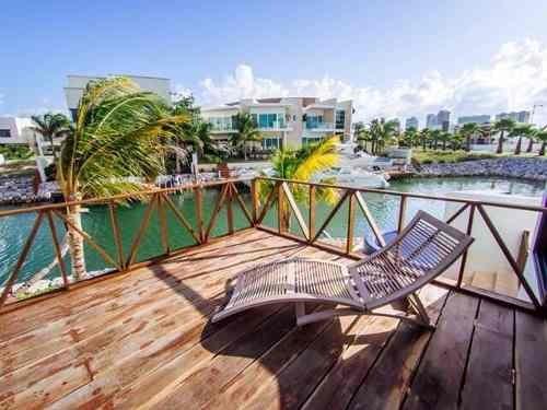 residencia en venta en puerto cancún con muelle. los canales. cancún