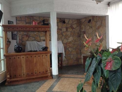 residencia frente al hotel marriot en ixtapan de la sal