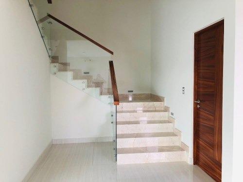 residencia inteligente con arquitectura vanguardista