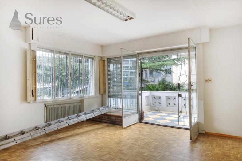 residencia reciclada, ideal para oficina frente al parque rodo