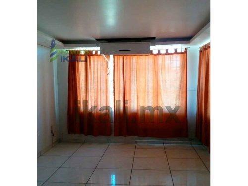 residencia renta colonia ruiz cortines tuxpan veracruz 3 habitaciones, se encuentra ubicada en la calle álvaro obregón # 21 esquina con calle juan soto lara de la colonia ruiz cortines, totalmente cl
