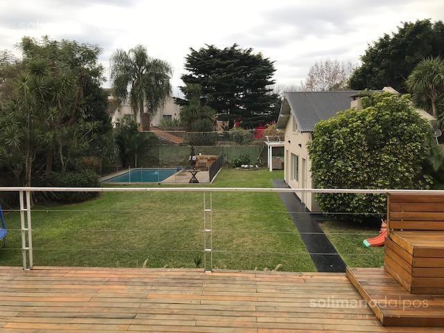 residencia s/doble lote - 800 mts. - 5 dormitorios - gran parque con piscina - la lucila