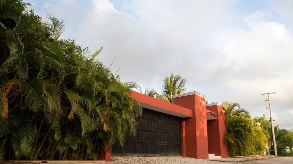 residencia tipo hacienda con alberca en venta en cancun  c2291