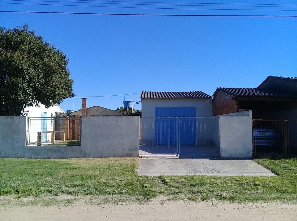 residência com 3 quartos (1 suíte), 3 banheiros e garagem