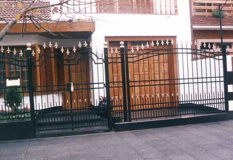 Modelo de frente de casa frente rejas para jardn o frente - Pintura para rejas ...