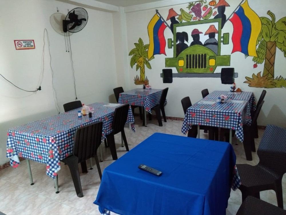 restaurante amplio para capacidad de hasta 40 personas