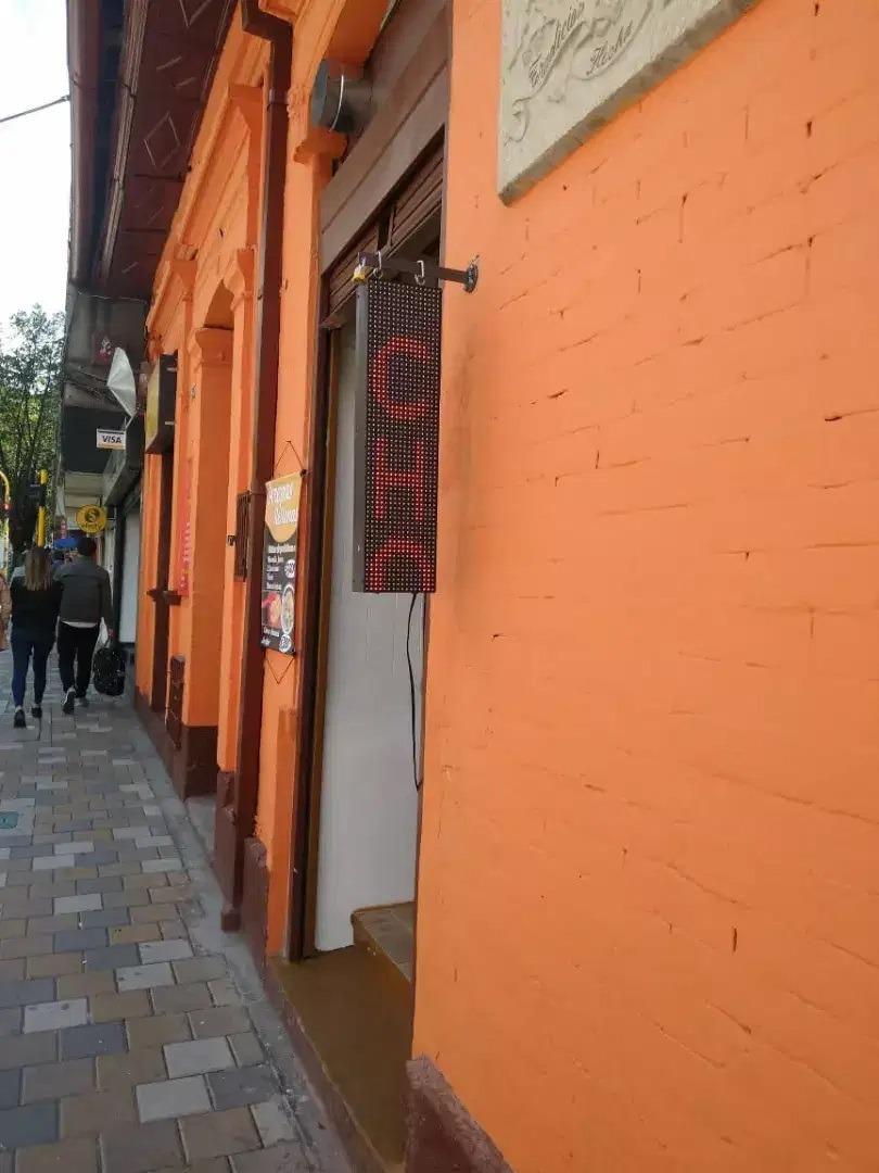 restaurante comidas rápidas en reconocido lugar de bogota.