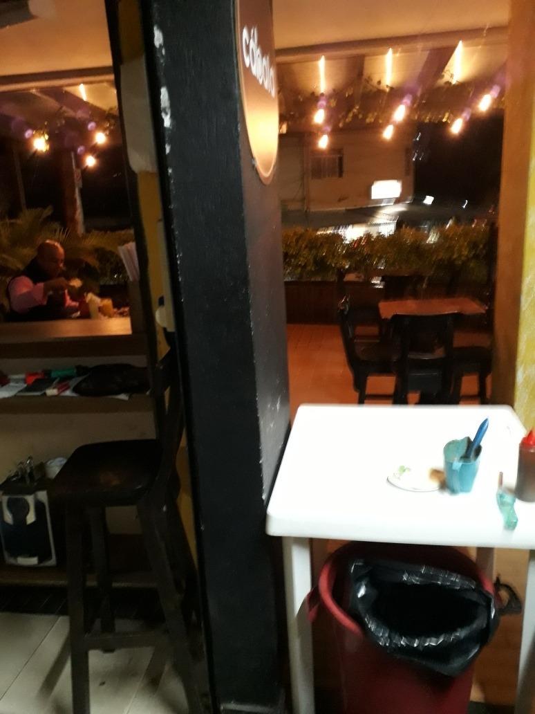 restaurante de asados y comida rápida