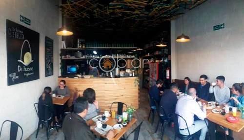 restaurante se traspasa en plaza comercial zona camino real