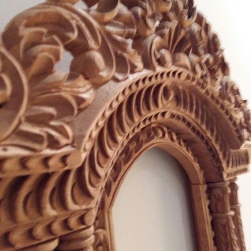 retablo de madera tallado a mano. traido de perú