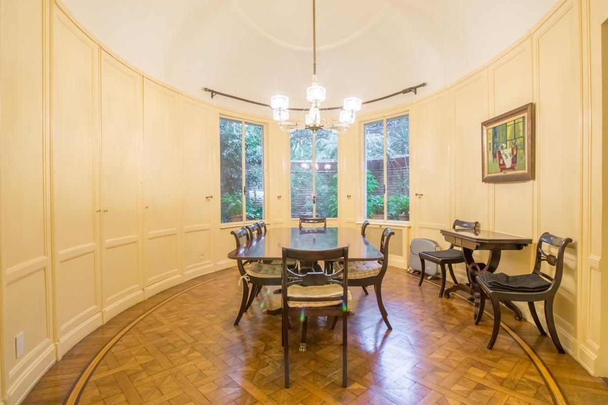 retasada espectacular casa de 345 m² con 6 dormitorios en barrio parque