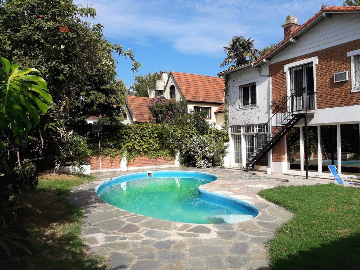 retasada! residencia de 6 dorm. con jardín y piscina