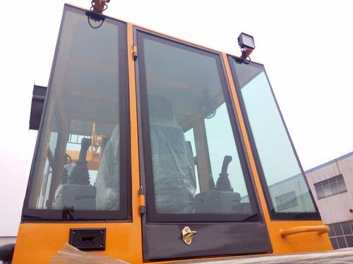 retroexcavadora 105 hp  2.5t  0.3m3  4x4   fesal