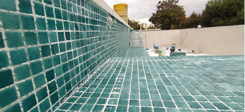 revestimiento piscina venecitas acuavation travertino piedra