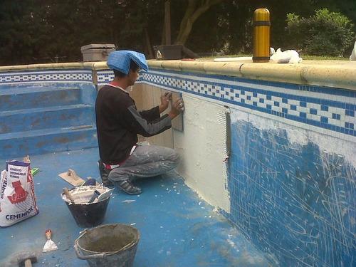 revestimiento piscinas - colocación de venecitas-empastinado