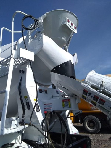 revolvedora de concreto año 2000 8m3 mezcladora sterling