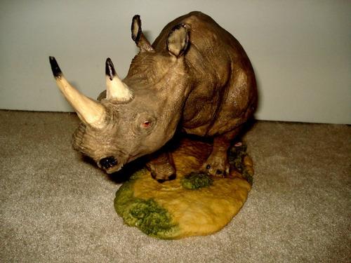 rinoceronte blanco figura de poli-resina