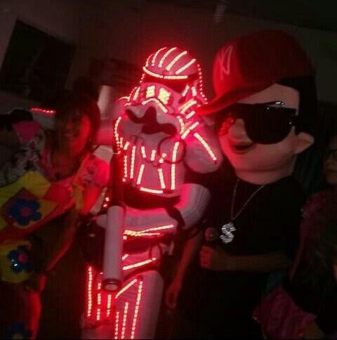 robot led con show de daddy yankee -fiestas y eventos-15años