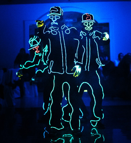 robot led show baile sincronizado luminoso batucada de neon
