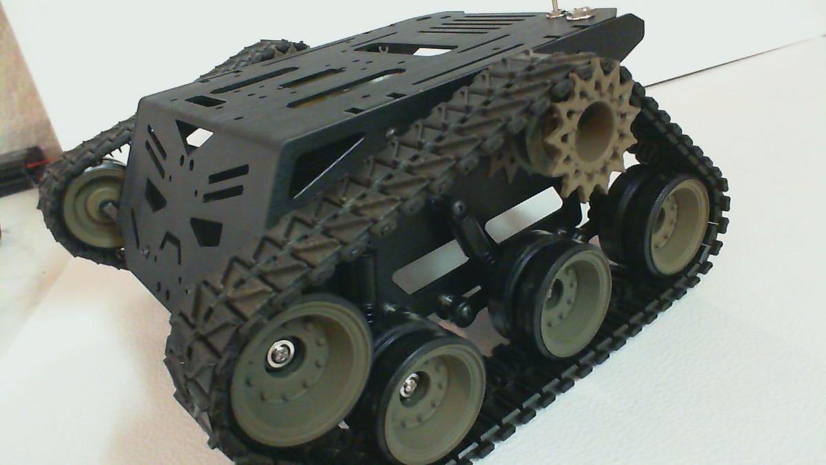 Robot tanque militar de orugas el devastador