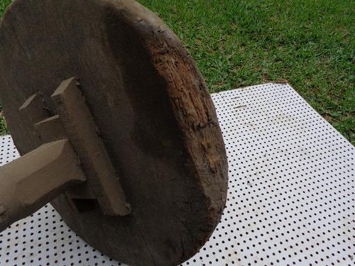roda de madeira carrinho de mao antigo centenaria quase
