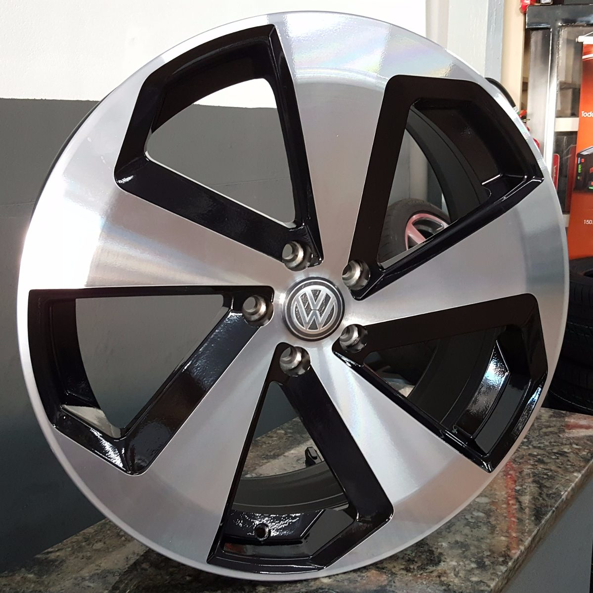 rodas golf gti europeu 17 pneus 205 45 17 novos gol up r em mercado livre. Black Bedroom Furniture Sets. Home Design Ideas