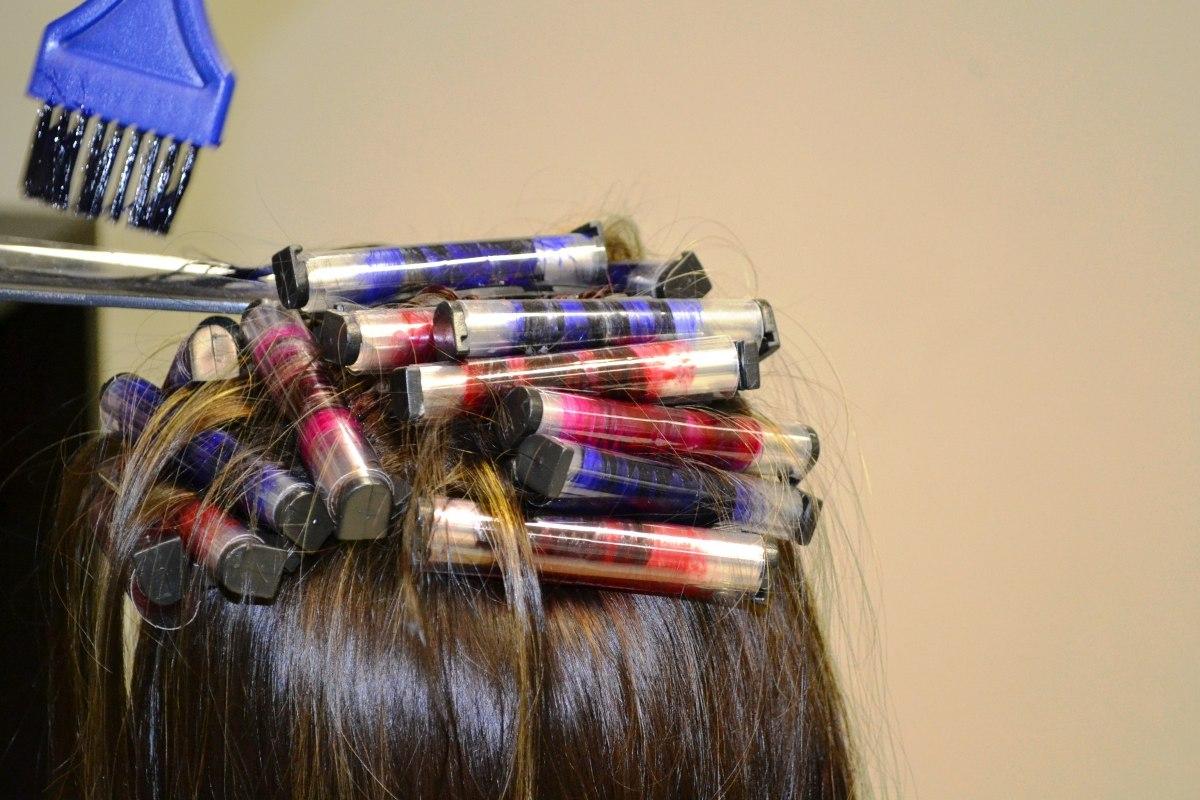 Los aceites cosméticos para las puntas secas de los cabello