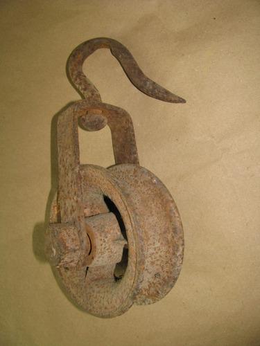 roldana antigua de hierro con gancho de colgar