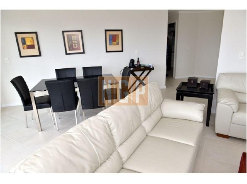 roosevelt, punta del este piso alto con vista al mar! , cómodo y muy luminoso . modenos muebles!  -ref:4196