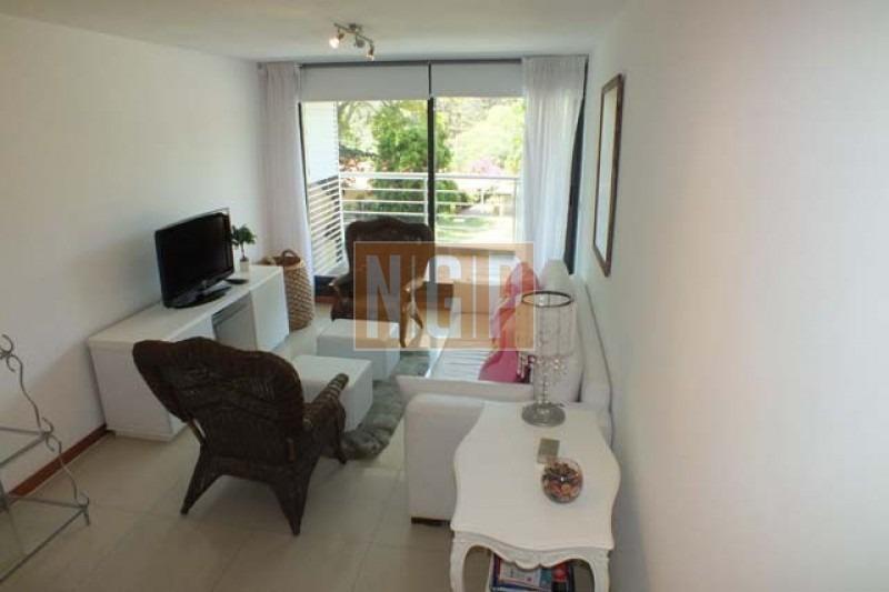 roosevelt, punta del este piso alto con vista  ! , cómodo y muy luminoso . modenos muebles!   -ref:14296