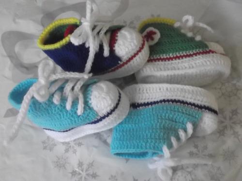 ropa bebe tejida a mano: zapatillitas tipo all star converse