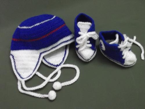 ropa bebe, tejida a mano: zapatitos y gorritos en juego