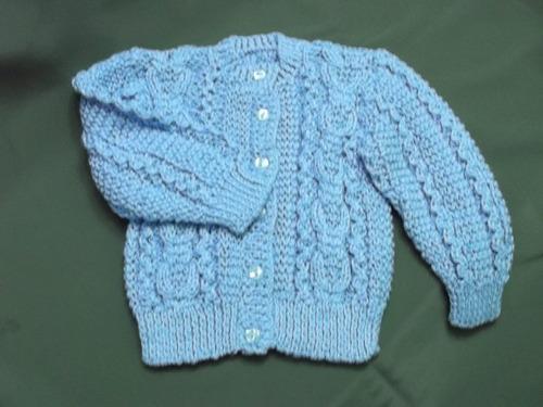 ropa bebe tejida a mano:chompita utilizando diferente puntos