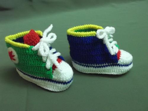 ropa bebe tejidas a mano: zapatillitas tipo all star convers