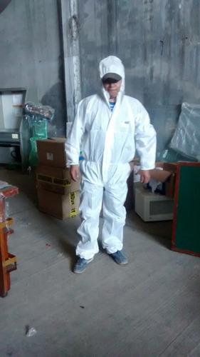 ropa de proteccion caja 45 piezas