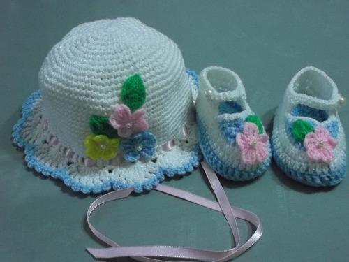 ropa para bebe, tejida a mano:zapatitos y gorritos en juego