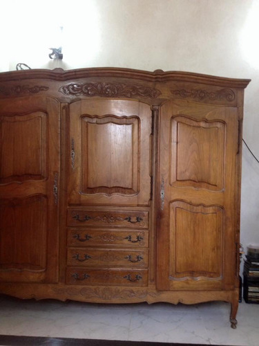 ropero antiguo estilo provenzal