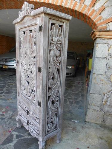 Muebles Antiguos Tallados En Madera : Ropero vintage tallado en madera con decapado antiguo