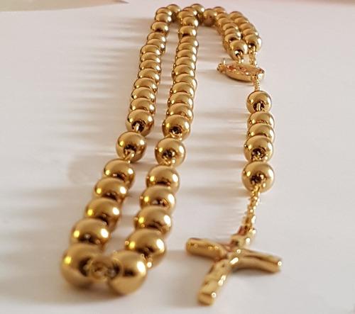 rosario de acero inoxidable dorado.