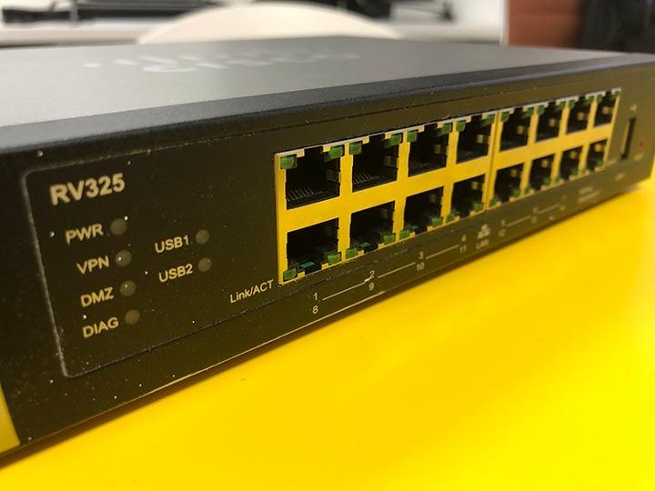 Roteador Cisco Rv325 Dual Wan + Firewall + Vpn + Web Filter