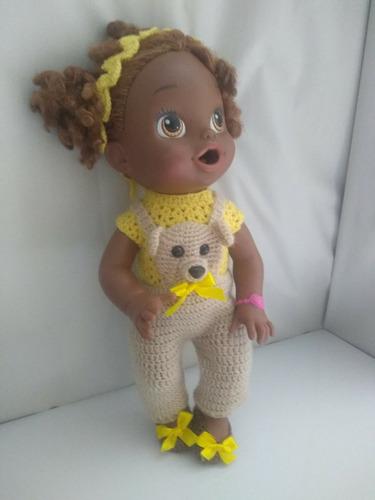 roupa baby alive crochê jardineira bege e amarela com ursos